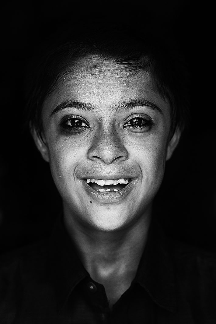Shiv, 12, lives with his mother, Kanta. His father died when he was still in his mother's womb. The family is overwhelmed by poverty, hopelessness and the fact that the boy suffers from Down syndrome. He avoids eye contact with strangers, but the camera is not a stranger.