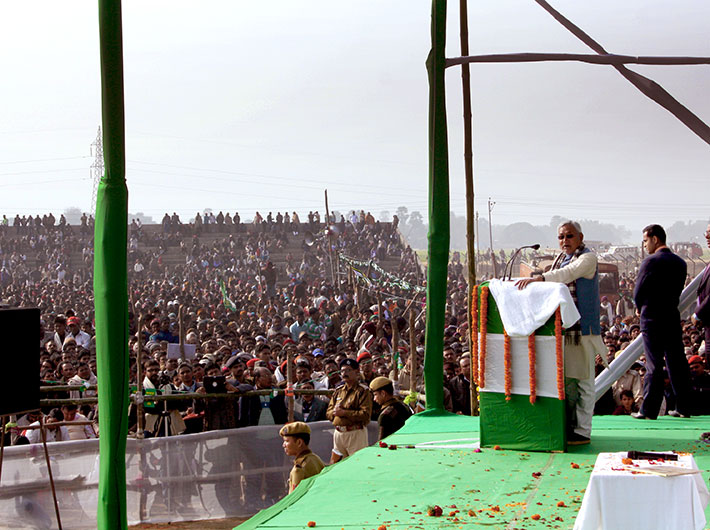 Nitish Kumar addresses the ninth edition of his Sankalp Yatra at Lakhiserai: going by the numbers, the rally is a success.