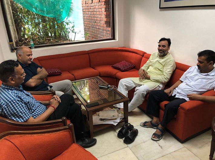 Delhi CM Arvind Kejriwal along with his cabinet ministers inside LG residence (Photo: Twitter/AAP)
