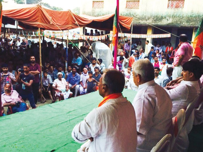 BJP leaders addressing a sabha in Ramdiri village, Begusarai district.