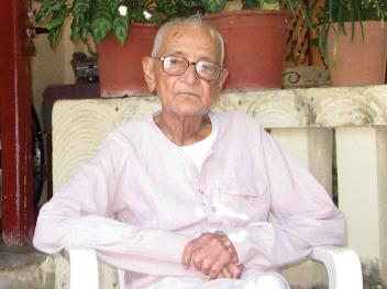 Chunibhai at his Ahmedabad home: This is Gandhiji's land and he firmly believed in the power to villagers, and their control over natural resources. With the Narendra Modi government hell-bent on destroying both, how can I rest?