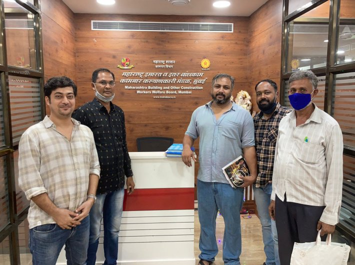 Kamgar Sanrakshan Samman Sangh, a union of informal workers, submitted 200 applications with self-declaration certificates to the Secretary of Maharashtra BOCW Board on Friday. .