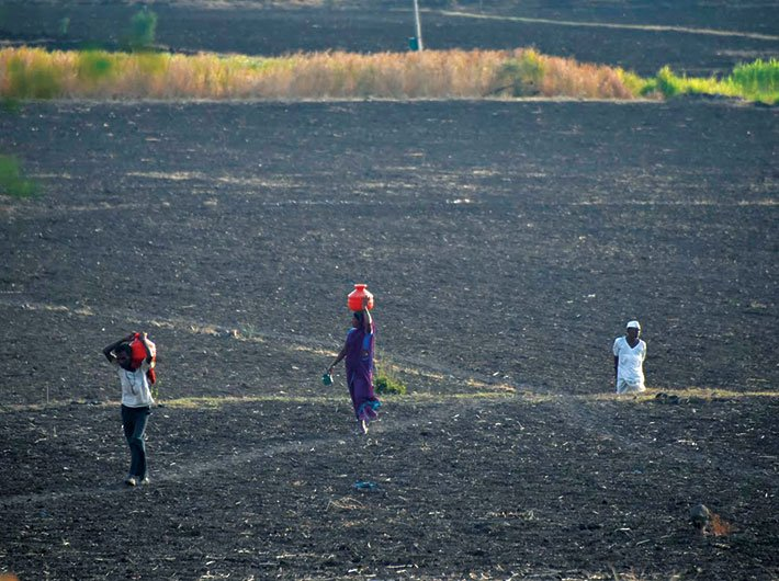 Drought: In Marathwada, villagers walk long distances to fetch drinking water