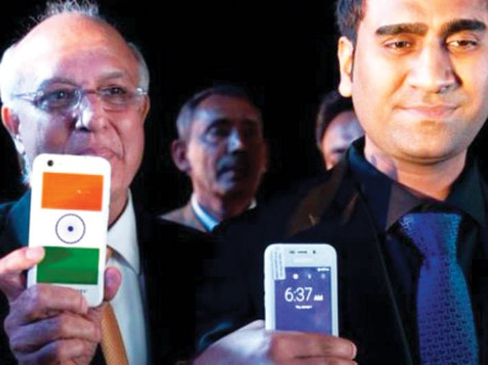 Ringing Bells president Ashok Chaddha (left) and managing director Mohit Goel launching Freedom 251 in New Delhi
