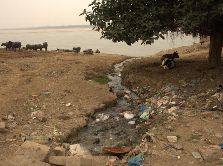 Unplanned sewage entering river Ganga in Varanasi