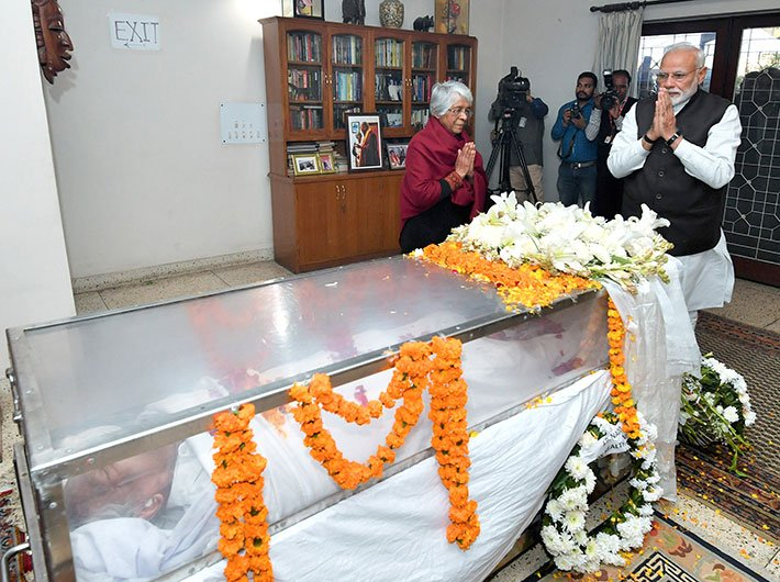 PM Modi paying tributes to the former defence minister, George Fernandes, in New Delhi on January 29