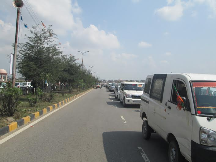Bumper to bumper: On the highway towards the venue of Narendra Modi`s rally in Lucknow on Sunday.
