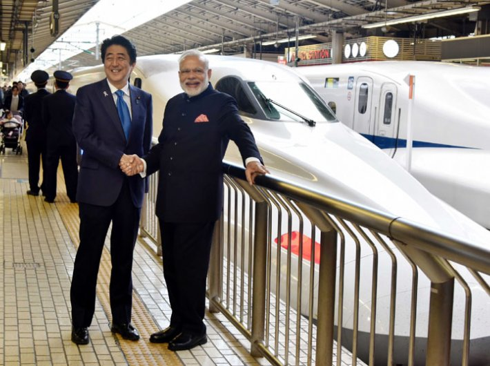 Prime minister Narendra Modi and his Japanese counterpart Shinzo Abe standing next to a bullet train at Tokyo station