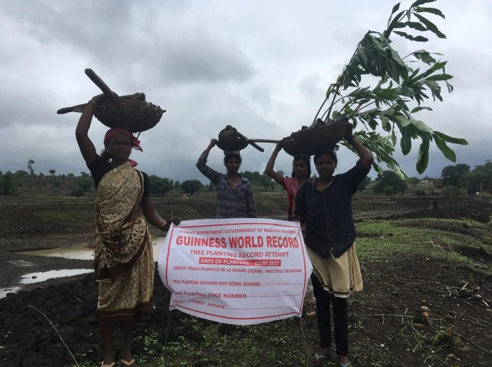 Umarwada village women participate in sapling plantation drive (Photo: Archana Mishra)