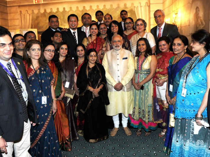 Prime minister Narendra Modi, along with external affairs minister Sushma Swaraj, with the organisers of the Indian community dinner in his honour, in New York on September 28.