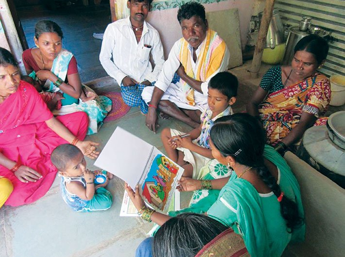 Household counselling about sanitation and the inter-generational cycle of malnutrition in a village in Devadurga block of Raichur district, Karnataka (Photo: Karnataka Nutrition Mission)