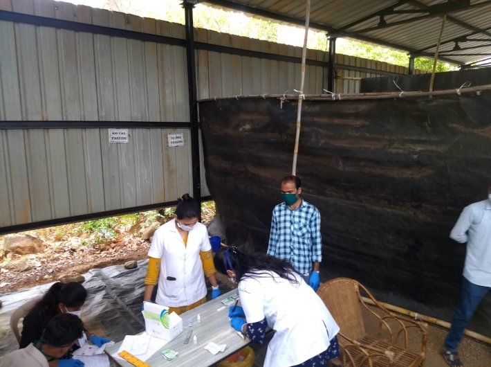 Health workers at a camp in Palghar (Image courtesy: Team Bhopoli)