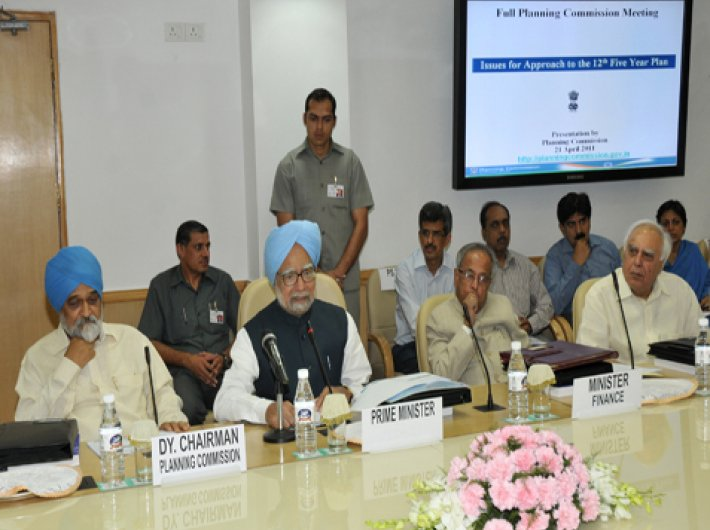 Those were the days: Then prime minister Manmohan Singh presiding over the full planning commission meeting in April 2011.