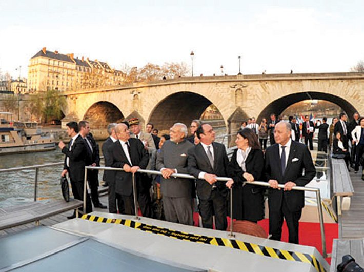 PM Modi and French president Francois Hollande during a boat ride on La Seine, in Paris on April 10