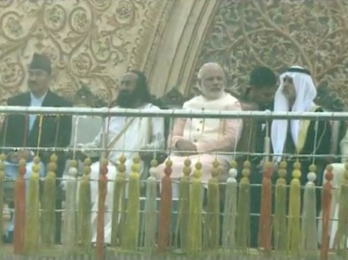 Sri Sri Ravishankar and PM Narendra Modi at the inaugation of the World Culture Festival