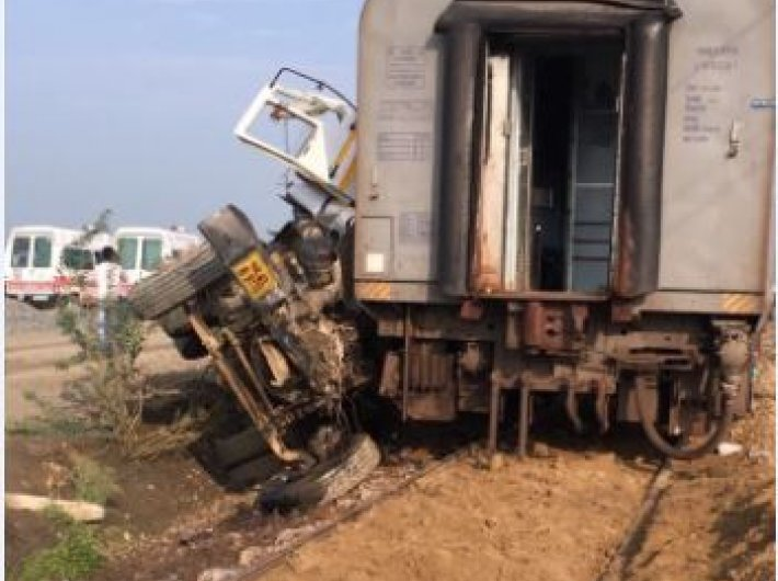 Ten coaches of New Delhi-bound Kaifiyat Express derailed after it collided with a dumper near Auraiya district in Uttar Pradesh. (Photo: Twitter/@RailMinIndia)