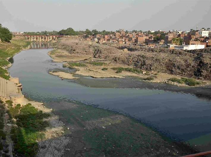 Polluted Varuna river in Varanasi