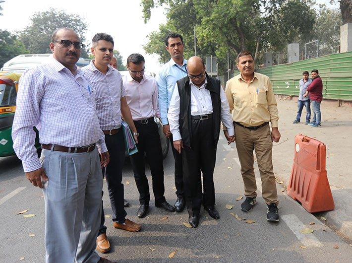 Vikram Kothari with CBI officials at Patiala Court (Photo by Arun Kumar)