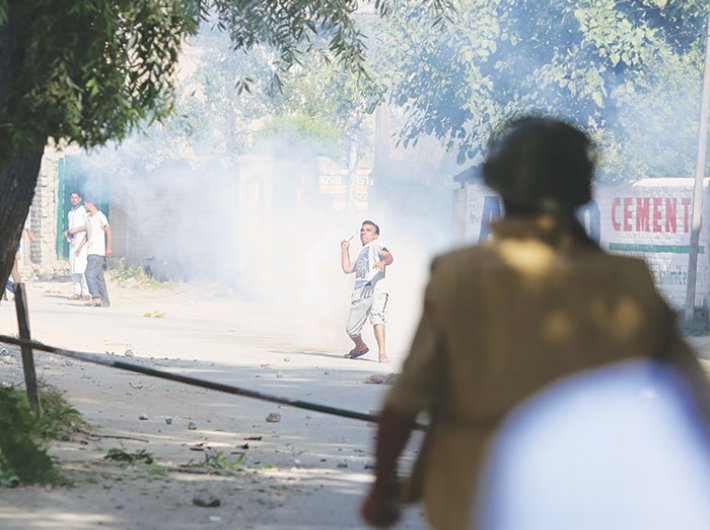 Stone pelting in Kashmir in 2016 (Photo: Arun Kumar)